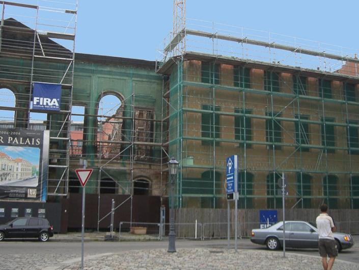 Einhüllung der Fassade