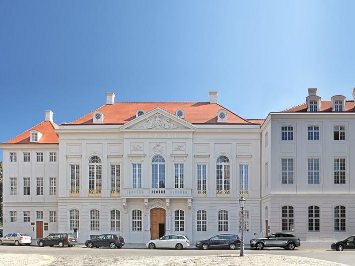 die fertiggestellte Fassade